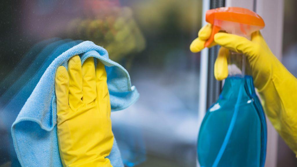 Как поддерживать чистоту пластиковых окон?
