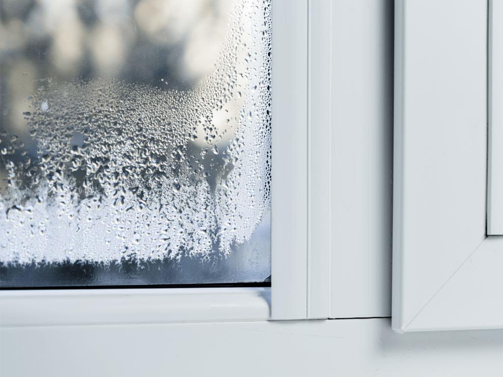 Почему потеют деревянные и пластиковые окна